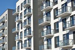 Edificios residenciales del apartamento moderno imágenes de archivo libres de regalías