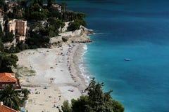 Edificios residenciales en línea de la playa Fotos de archivo