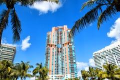 Edificios residenciales, hotel o casas de la playa del sur de Miami altos Imagen de archivo libre de regalías
