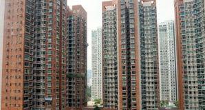 Edificios residenciales típicos en Hong Kong Imágenes de archivo libres de regalías