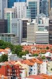 Edificios tradicionales viejos de Chinatown y de nuevos rascacielos fotos de archivo libres de regalías