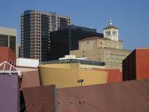 Edificios urbanos, cielo azul 2 imagen de archivo libre de regalías