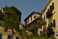 Edificios venecianos hermosos del estilo en la vecindad del puerto en Chania Viaje de la arquitectura de la historia imágenes de archivo libres de regalías