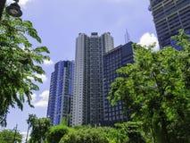 Edificios verdes modernos fotos de archivo