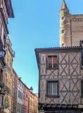 Edificios viejos coloridos a lo largo de Rue du Taur, calle de Toulouse fotos de archivo