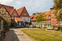 Edificios viejos de la madera en la ciudad histórica Fotos de archivo libres de regalías