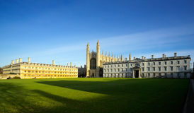 Edificios viejos de la universidad de Cambridge Fotografía de archivo