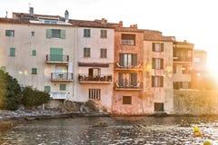 Edificios viejos de Saint Tropez Imagen de archivo libre de regalías