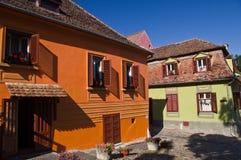 Edificios viejos en la ciudad medieval de Sighisoara (Tran Imagenes de archivo