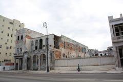 Edificios viejos en La Habana, con los ladrillos visibles Imagen de archivo libre de regalías