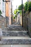 Edificios viejos estrechos de la piedra del camino Fotos de archivo