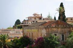 Edificios y azoteas de Taormina Imagen de archivo libre de regalías