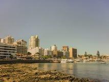Edificios y barcos de la opinión del puerto de Punta del Este Foto de archivo libre de regalías