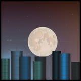 Edificios y la luna en el cielo Foto de archivo