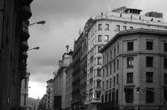 Edificios y opinión de la calle de Barcelona Foto de archivo libre de regalías