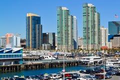 Edificios y puerto Imágenes de archivo libres de regalías