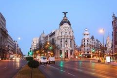 Edifisio metropolisbyggnad på Gran via gatan i Madrid Arkivfoto