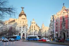 Edifisiometropool die op Gran via straat in Madrid voortbouwen Stock Fotografie