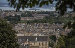 Edimbourg, Ecosse - vieux maisons et arbres images libres de droits
