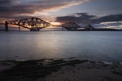 Edimburgo adiante constrói uma ponte sobre o por do sol Imagens de Stock