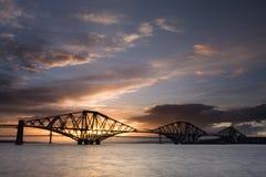 Edimburgo adiante constrói uma ponte sobre o por do sol Fotos de Stock Royalty Free