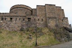 Edimburgo, Escócia - cerca do março de 2013: Uma vista do exterior do castelo de Edimburgo Fotos de Stock