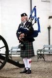 EDIMBURGO, ESCÓCIA, tocador de gaita de foles escocês não identificado Foto de Stock Royalty Free