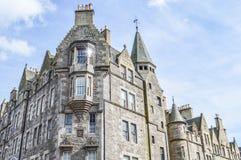 Edimburgo, Regno Unito - 6 aprile 2015 - edificio di Hystoric vicino ad Edimburgo fotografia stock libera da diritti