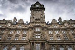 Edimburgo, Reino Unido - 15 de agosto de 2014: Vista da fachada do hotel do Balmoral O Balmoral é uma propriedade de cinco estrel imagens de stock