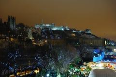Edimburgo, Scotland, Reino Unido, skyline na neve do inverno Fotografia de Stock