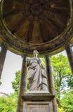 Edimburgo, Scozia - una statua di Hygieia dentro il pozzo del ` s di St Bernard fotografia stock