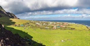 Edinburg av panoramautsikten för stad för sju hav den flyg-, Tristan da Cunha, den mest avlägsna bebodda ön, södra Atlantic Ocean arkivbilder