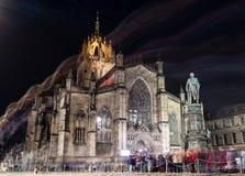 Edinburg Förenade kungariket - 12/04/2017: St Giles på natten med arkivfoto