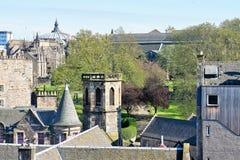 Edinburg, sikt av staden, flera monument och slotten, Royaltyfri Foto