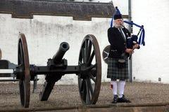 EDINBURG SKOTTLAND, oidentifierad skotsk säckpipeblåsare Royaltyfri Fotografi