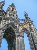 Edinburgcentret med Scott Monument specificerade arkivbild