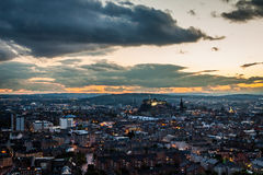 Edinburgh bij schemer stock foto's