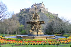 Edinburgh Castle and the Fountain Royalty Free Stock Photos
