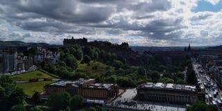 Edinburgh een trillend stad en van Edinburgh Kasteel, Kasteel van Schotse Koningen, het symbool van Schotland royalty-vrije stock foto's
