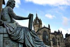 Edinburgh Heilige Giles Cathedral en David Hume-standbeeld stock afbeeldingen