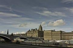 Edinburgh-Nordbrücke und -Balmoral Lizenzfreies Stockbild
