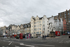Edinburgh Old Town EDINBURGH -. AUGUST 29: Victoria Street, Edinburgh (Scotland): The famous street is located in the Grassmarket area on August 29 2013 in Royalty Free Stock Photography