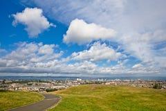 Edinburgh onder een bewolkte hemel stock afbeeldingen