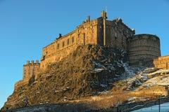 Edinburgh-Schloss, Schottland, Großbritannien, in der Winterleuchte lizenzfreie stockbilder