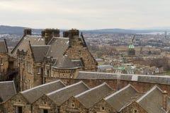 Edinburgh, Schotland - circa Maart 2013: Een mening van de buitenkant van het Kasteel van Edinburgh stock fotografie