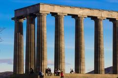 EDINBURGH, SCHOTLAND - Februari 28, 2016-geniet van vakantie bij het Nationale Monument van Schotland op Calton-Heuvel, Edinburgh Stock Foto's