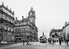 EDINBURGH SCOTLAND-JANUARY 20: Svartvit stads- plats royaltyfri bild
