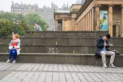 EDINBURGH, SCOTLAND, UK – September 18, 2014 - Independence referendum day. EDINBURGH, SCOTLAND, UK – September 18, 2014 - Handwritten yes signs stock photography