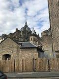EDINBURGH, SCOTLAND/UNITED KINGDOM – AUGUST 11, 2017: Medieval. Street and buildings in Edinburgh, Capital of Scotland, United Kingdom royalty free stock photos