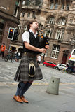 Edinburgh street bagpiper Royalty Free Stock Photos